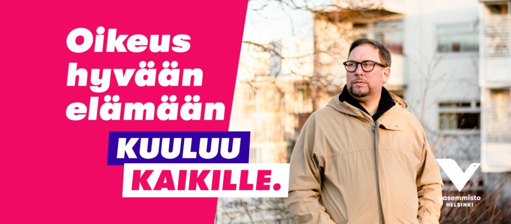 """Paavo Arhinmäki seisoo auringossa, taustalla kerrostaloja. Teksti """"Hyvä elämä kuuluu kaikille""""."""